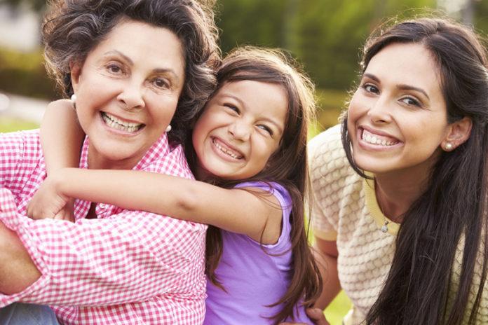 Las abuelas latinas siempre lideran en la familia