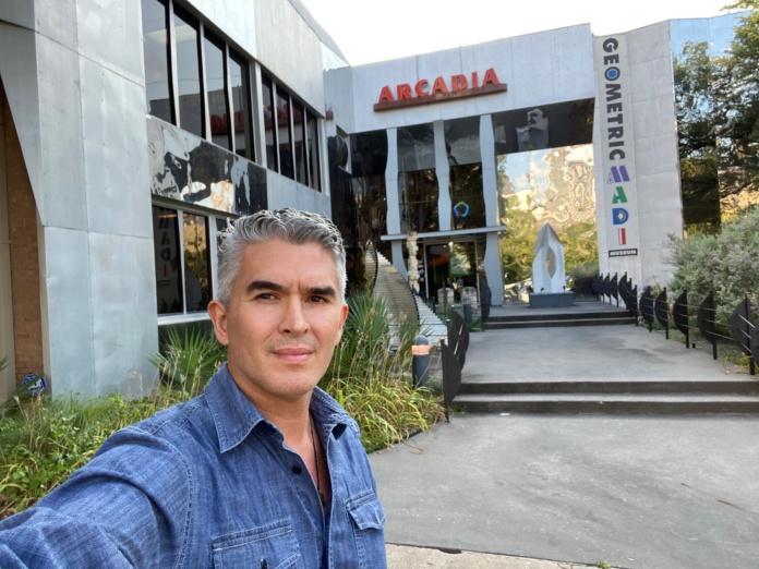 Luis La Rosa y su obra Particle Accelerator